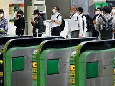 Japan's powerful quake injures 32, disrupts train services in Tokyo